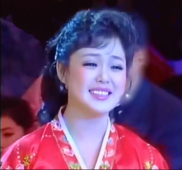 Nhan sắc yêu kiều của nữ ca sĩ là phu nhân ông Kim Jong Un, biểu tượng thời trang Triều Tiên - Ảnh 6.