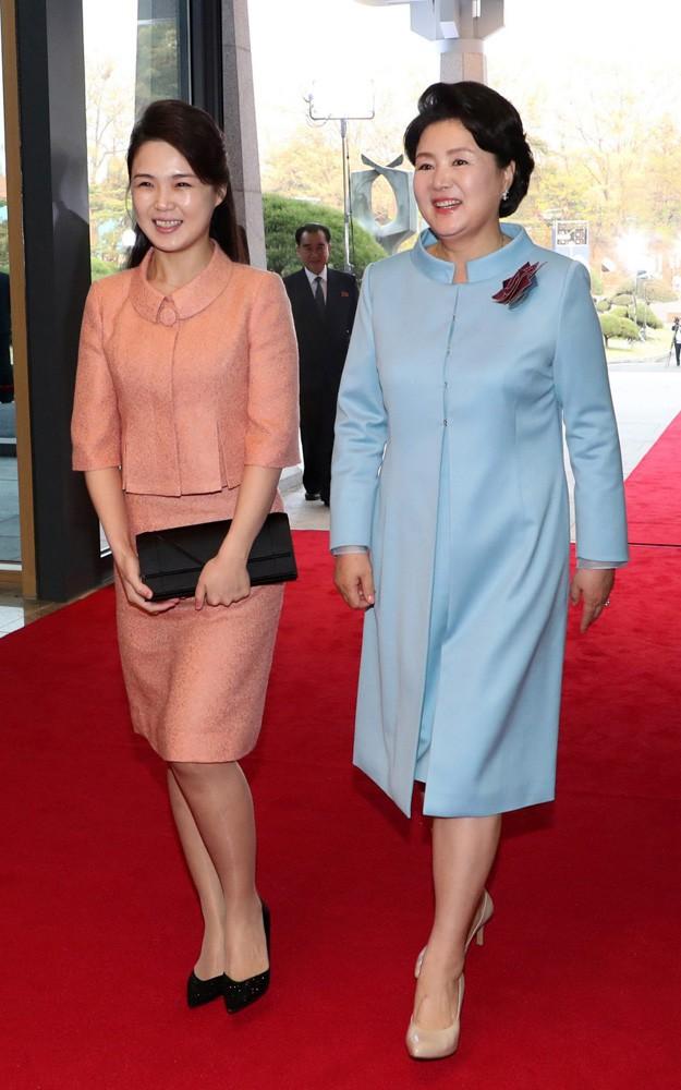 Nhan sắc yêu kiều của nữ ca sĩ là phu nhân ông Kim Jong Un, biểu tượng thời trang Triều Tiên - Ảnh 10.