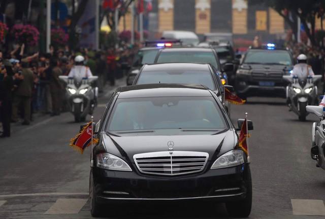 Chi tiết lạ trên chiếc Mercedes-Benz S600 bọc thép của ông Kim Jong-un khiến nhiều người đặt ra dấu hỏi lớn - Ảnh 5.