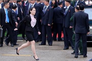 Hình ảnh em gái ông Kim Jong Un tất bật lo cho anh trai
