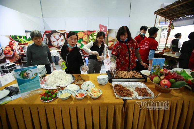 Một ngày thượng đỉnh Mỹ - Triều: 1.300 bát bún thang, 1.200 bát phở, 1.000 ly cafe