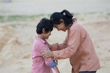 """Chọn phim cho ngày 8/3: """"Hạnh phúc của mẹ"""" và câu chuyện tình mẫu tử lay động trái tim bao người"""