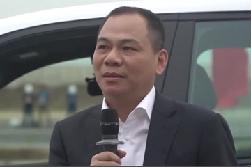 Tỷ phú Phạm Nhật Vượng quyết định đổi Lexus sang VinFast sau khi lái thử Lux SA2.0 đầu tiên xuất xưởng