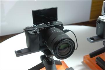 Sony ra mắt máy ảnh không gương lật α6400, tự lấy nét mắt người theo thời gian thực, giá bán 25,99 triệu đồng