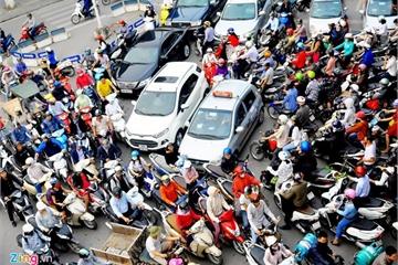 'Cấm xe máy, sao không cấm cả ôtô?'