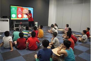 Học sinh THPT FPT truyền cảm hứng Robotics cho trẻ em Hà Nội