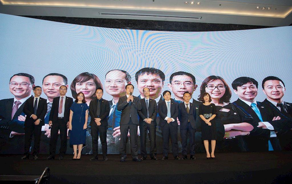 FPT chính thức ra mắt dàn lãnh đạo thế hệ 7x   Ông Nguyễn Văn Khoa thay ông Bùi Quang Ngọc làm Tổng giám đốc FPT từ hôm nay   FPT chính thức ra mắt dàn lãnh đạo trẻ, dẫn dắt là tân CEO Nguyễn Văn Khoa