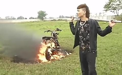 Kha Banh dot xe - dung duong quang cao ban, YouTube co pham luat? hinh anh 2