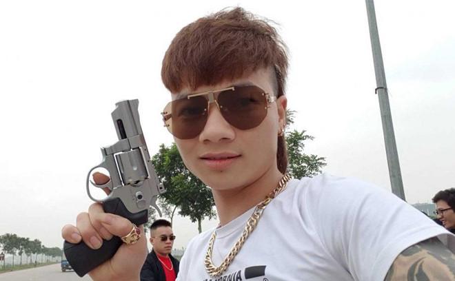 Nhung ga con do tren mang xa hoi tung xo kham va bi cong an 'so gay' hinh anh 1