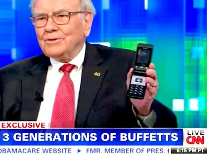 Warren Buffett che iPhone X, ty phu khac dung dien thoai gi? hinh anh 2