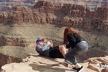"""Muôn kiểu chụp ảnh """"tự sướng"""" tại đại vực chết người Grand Canyon (Mỹ)"""