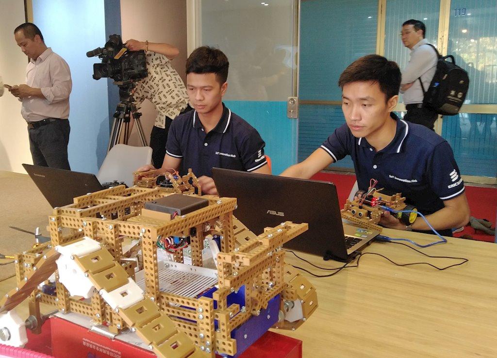 Trung tâm đổi mới sáng tạo về IoT chính thức khai trương Ra mắt | Trung tâm đổi mới sáng tạo về IoT | Phát huy tiềm năng của thế hệ trẻ Việt Nam trong cách mạng công nghiệp 4.0