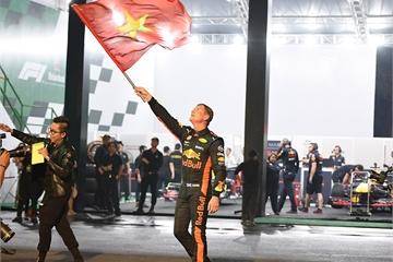 Đội đua F1 Aston Martin Red Bull sắp biểu diễn ở Sân vận động Mỹ Đình