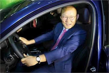 Tập đoàn Thành Công tặng xe Hyundai Santa Fe trị giá 1,245 tỷ đồng cho huấn luyện viên Park Hang Seo