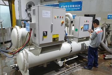 Bên trong nhà máy vắng bóng công nhân ở Trung Quốc