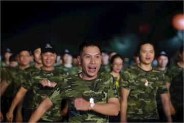 Gần 3000 người FPT IS cùng hát quốc ca đón Hành trình ngày mới chào tuổi 25
