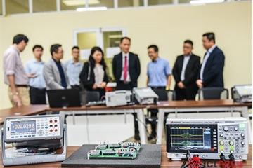 Đại học Bách khoa Hà Nội được tài trợ gói thiết bị thực hành IoT trị giá 60.500 USD