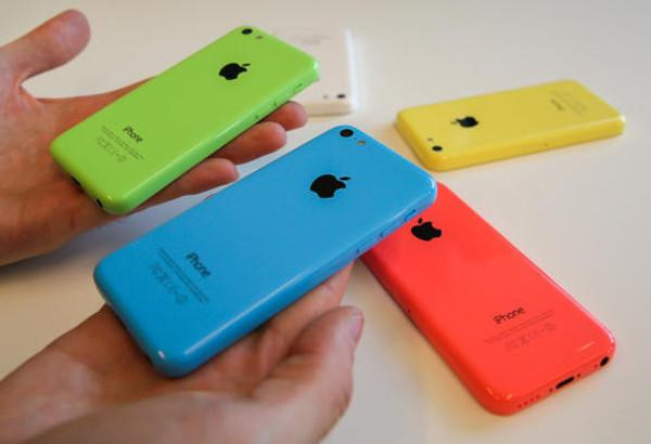 'Tuyet chung' tren the gioi, iPhone 5C va SE van song tot tai VN hinh anh 1