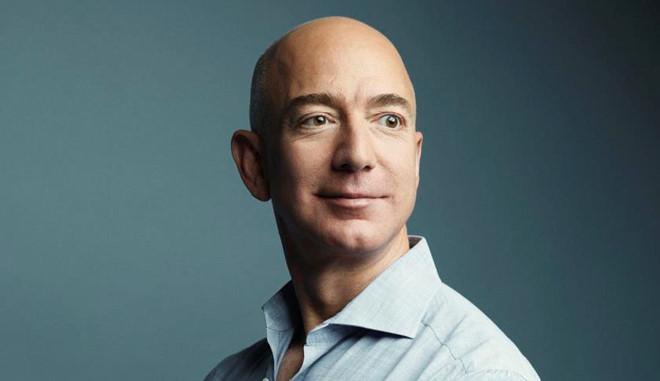 Trong 15 phut, ty phu Jeff Bezos kiem so tien mot nguoi My lam ca doi hinh anh 7