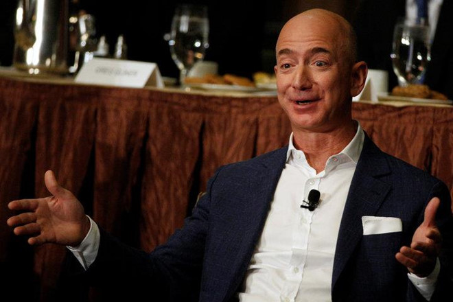 Trong 15 phut, ty phu Jeff Bezos kiem so tien mot nguoi My lam ca doi hinh anh 6