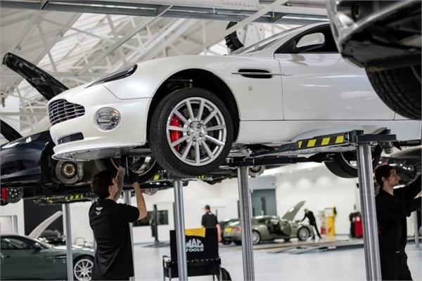 Xe sang Aston Martin tại Việt Nam lần đầu được chuyên gia quốc tế chăm sóc miễn phí