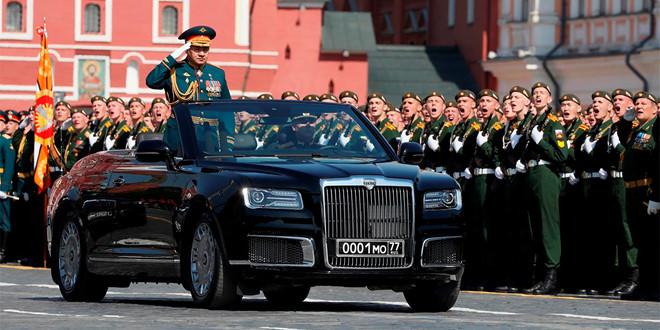 Limousine mui trần của Tổng thống Putin xuất hiện tại lễ duyệt binh
