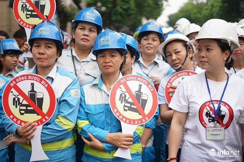 """Hàng nghìn người dân Hà Nội đi bộ kêu gọi """"Đã uống rượu bia - Không lái xe"""