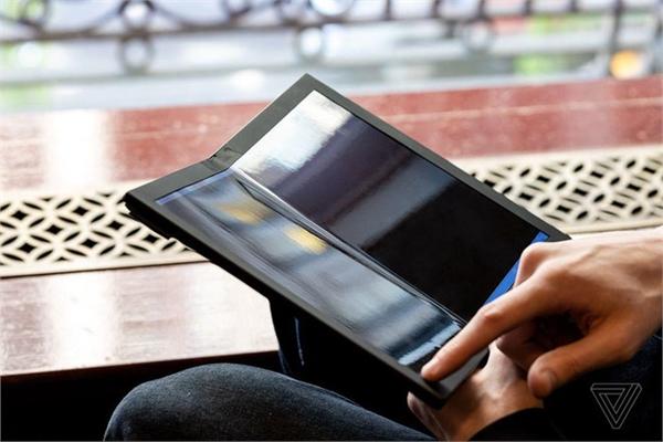 Đây là chiếc laptop màn hình gập đầu tiên trên thế giới