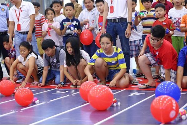 Trẻ em, phụ huynh tham gia cuộc thi Đua xe theo cách của NASA