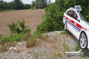 Dựng mô hình xe cảnh sát để cảnh báo 'ma tốc độ'