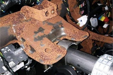 SUV Trung Quốc bị chảy dầu, khung gầm gỉ sét sau 1.300 km