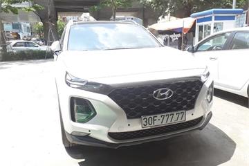 Hyundai Santa Fe 2019 đeo biển ngũ quý tiền tỉ ở Hà Nội