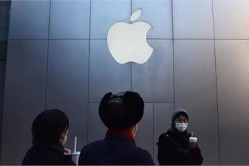 Quằn quại cả năm, Apple cũng dính đòn thù Mỹ - Trung
