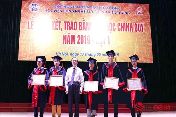 PTIT trao bằng tốt nghiệp cho gần 700 sinh viên khóa D14 khối ngành kỹ thuật | 82,3% sinh viên khóa D14 khối ngành kỹ thuật của PTIT có việc làm ngay sau khi tốt nghiệp