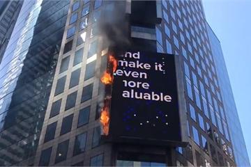 Biển quảng cáo điện tử phát nổ, bốc cháy tại trung tâm New York