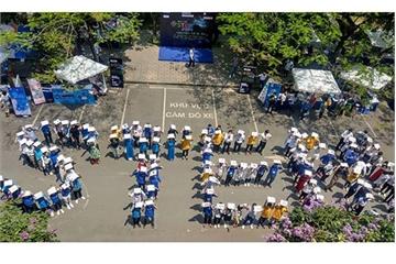 Hàng ngàn fan của STEM đội nắng 40 độ C tham gia Ngày hội 2019 ở Hà Nội