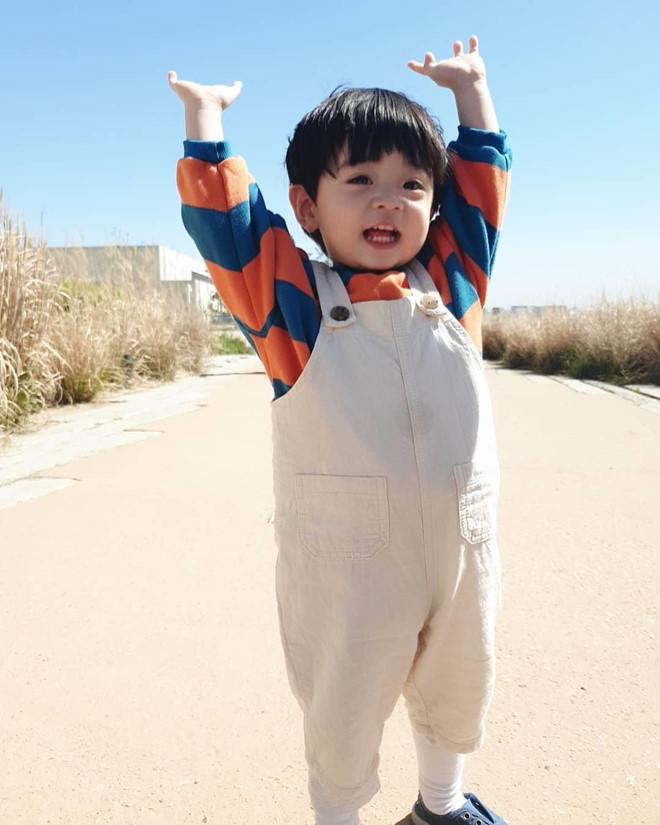 Be trai Han Quoc dang yeu, tro thanh ngoi sao quang cao tren mang hinh anh 12