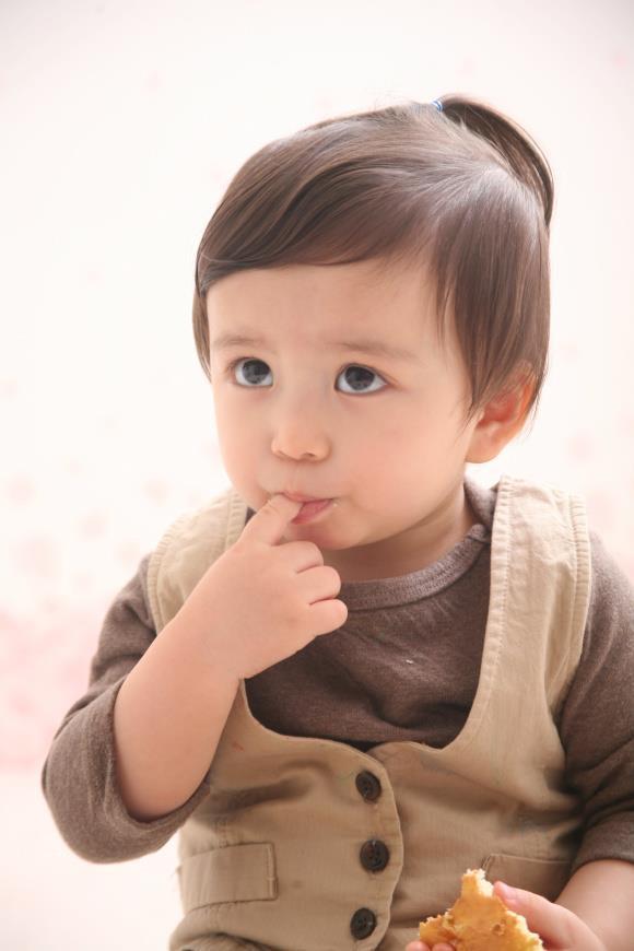 Be trai Han Quoc dang yeu, tro thanh ngoi sao quang cao tren mang hinh anh 6