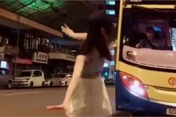 Kinh hoàng các trò câu Like, câu view trên Tik Tok: Nhảy múa trước ô-tô đang chạy, ném con đến chấn thương nhập viện...
