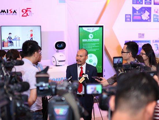 """Chủ tịch MISA Lữ Thành Long: Tự phát triển phần mềm, doanh nghiệp phải """"có đủ đam mê, sáng tạo và cả sự """"vật vã"""" để tạo ra sản phẩm tốt""""!"""