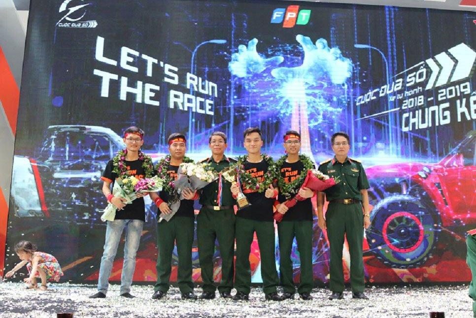Toàn cầu có 3 cuộc thi lập trình xe tự hành, trong đó có Cuộc đua số của Việt Nam | Chủ tịch FPT Trương Gia Bình: Việt Nam đã có một sân chơi công nghệ tiên phong và đẳng cấp toàn cầu | Chuỗi giá trị cho giới trẻ Việt từ Cuộc đua số do FPT ươm tạo