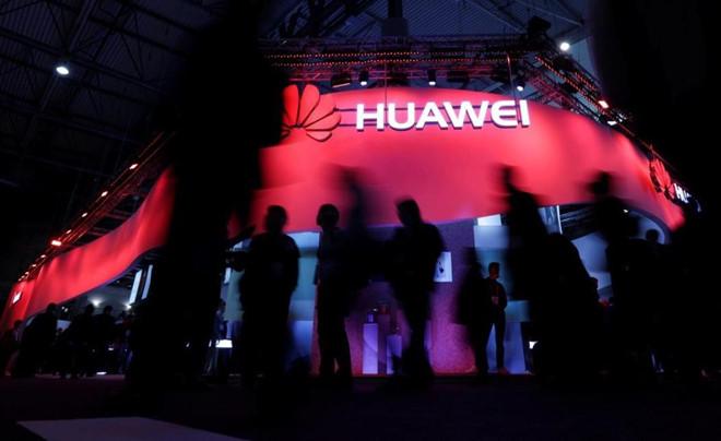 Mot tuan 'chet choc' cua Huawei hinh anh 1