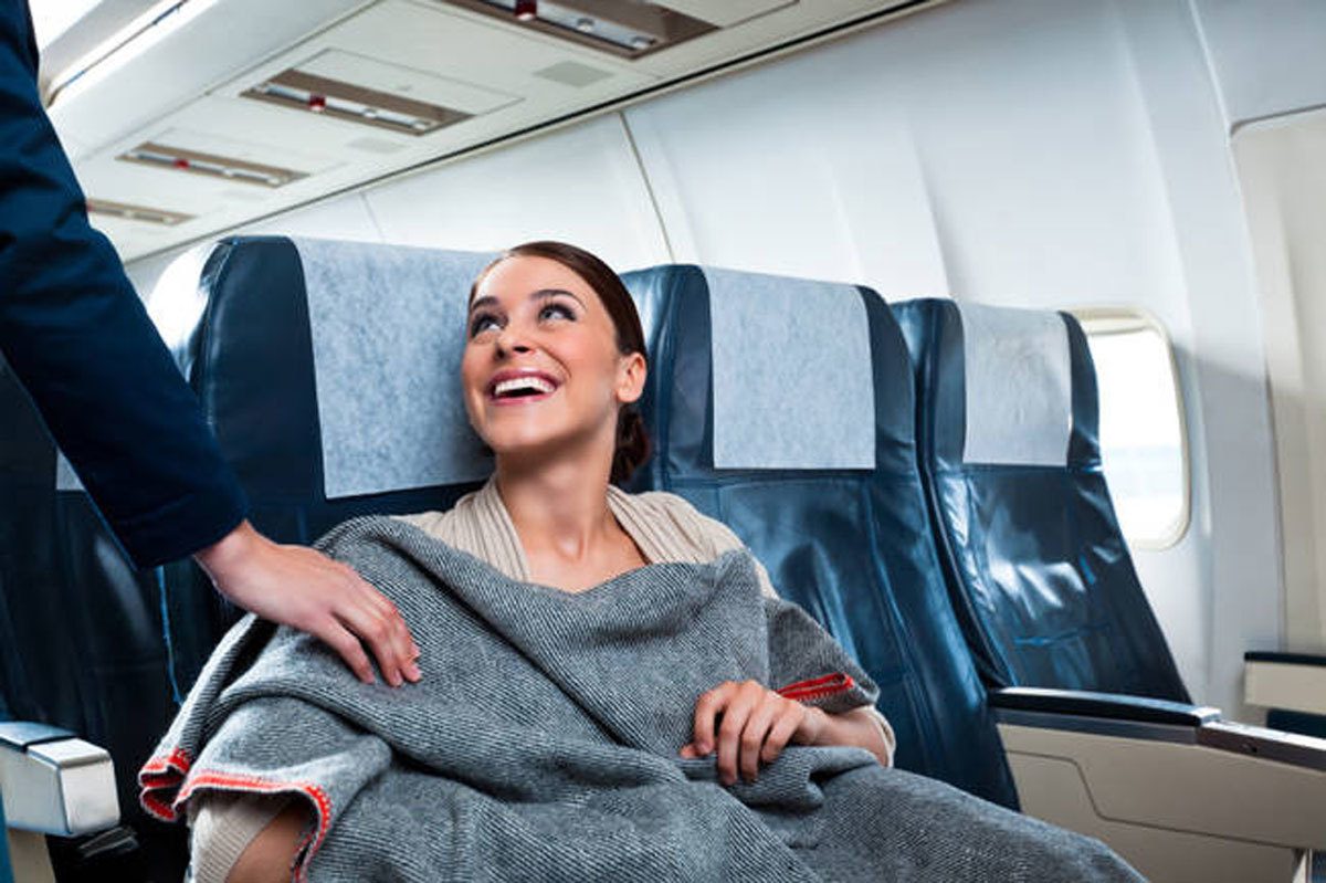 Vì sao máy bay luôn lạnh cóng: Cách chống rét trên chuyến bay dài