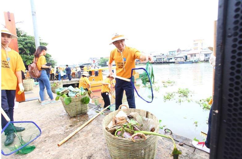 """Hanwha khởi động chiến dịch """"Làm sạch sông Mê Kông"""" bằng năng lượng mặt trời tại Việt Nam   Sử dụng thuyền chạy bằng năng lượng mặt trời để làm sạch sông Mê Kông"""