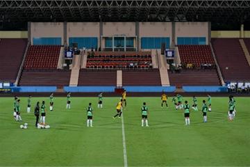 U23 Myanmar mặc áo công nghệ cao, tập cùng dây kháng lực