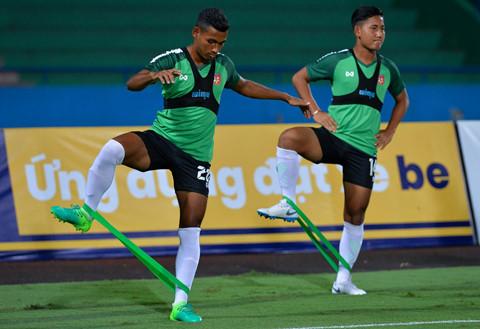 U23 Myanmar mac ao cong nghe cao, tap cung day khang luc hinh anh 2