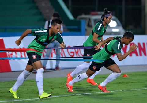 U23 Myanmar mac ao cong nghe cao, tap cung day khang luc hinh anh 3