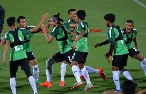 U23 Myanmar mac ao cong nghe cao, tap cung day khang luc hinh anh 5