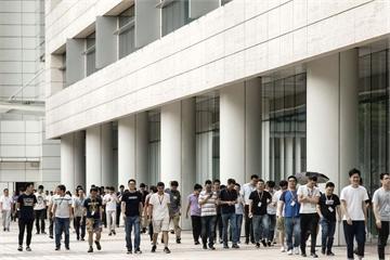 Huawei đang làm gì để chống chọi các đòn tấn công từ Mỹ?