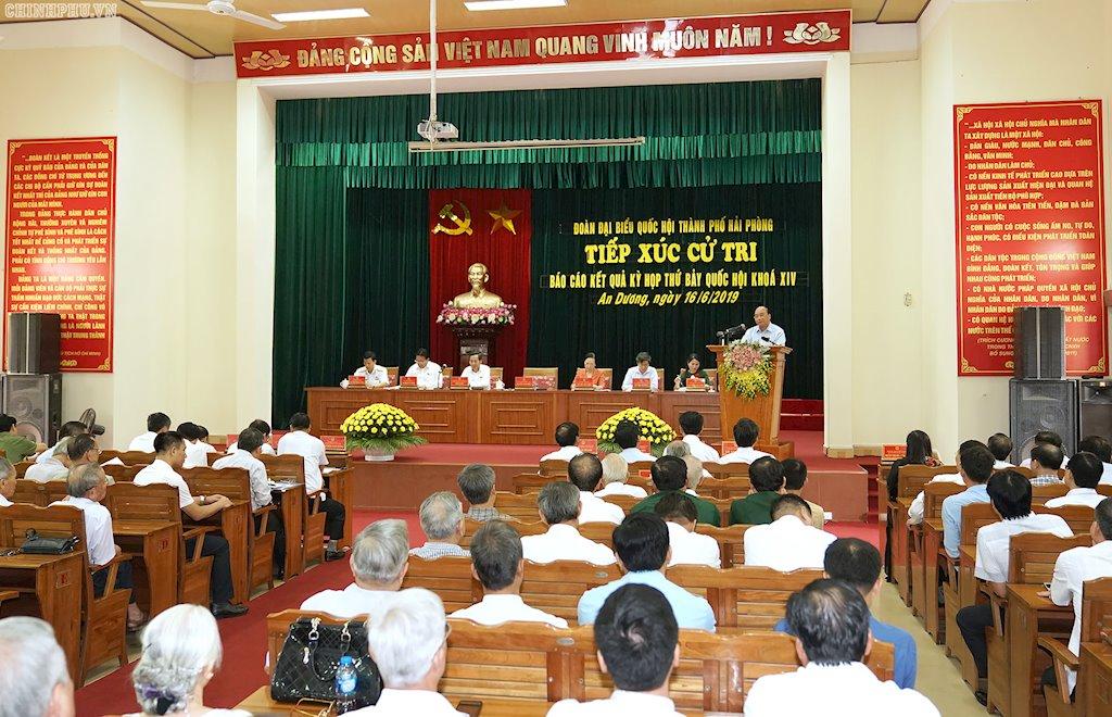 Thủ tướng Nguyễn Xuân Phúc: Mặt trái của mạng xã hội khiến một bộ phận lớp trẻ mất niềm tin   Thủ tướng: Chính phủ đã có một số biện pháp ngăn ngừa tác hại, mặt trái của mạng xã hội